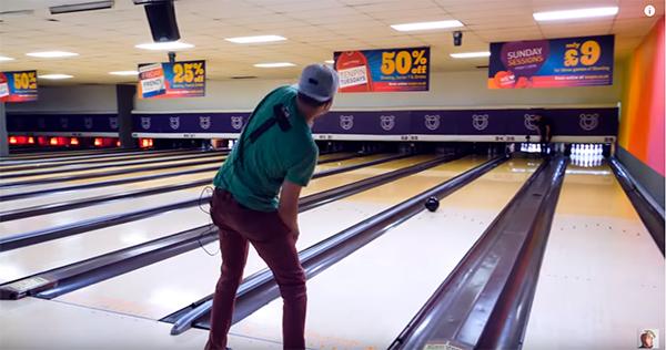 Boule de Bowling dirigeable avec le corps